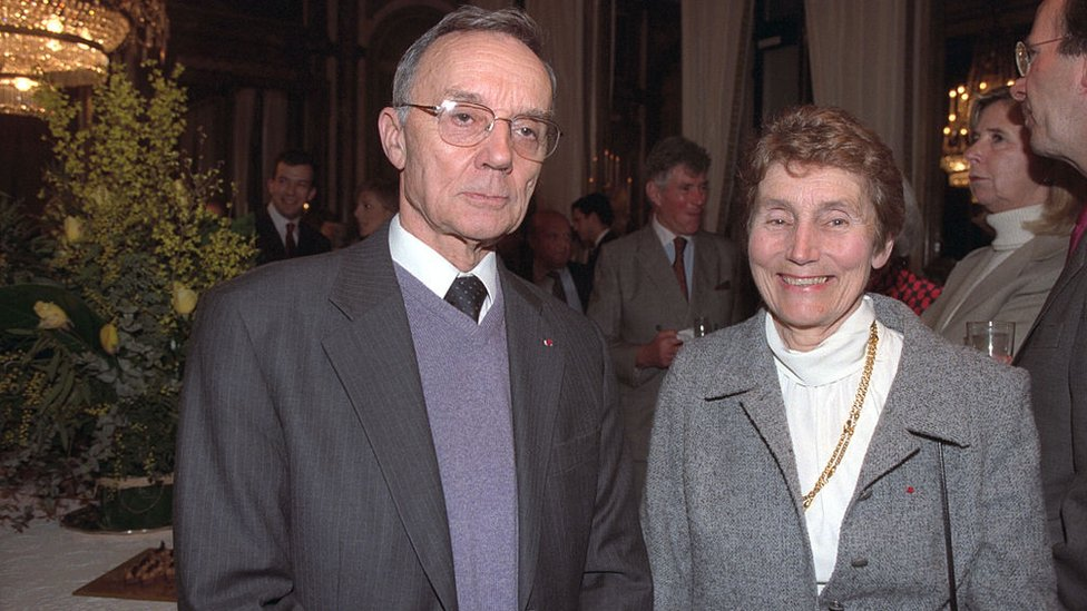 Pierre Joliot y Helene Langevin, nieto y nieta de Pierre y Marie Curie