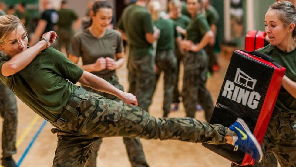 Polish female army recruits in self-defence class (Polish Defence Ministry)