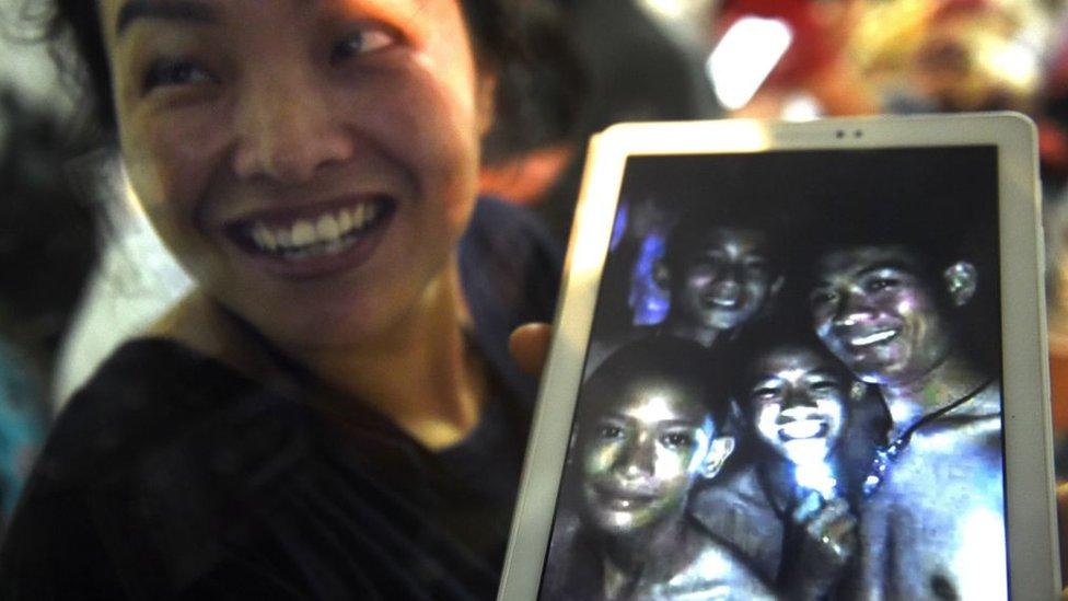 Los 12 niños y su entrenador de fútbol fueron localizados tras 9 días desaparecidos en la cueva Tham Luang de Tailandia.