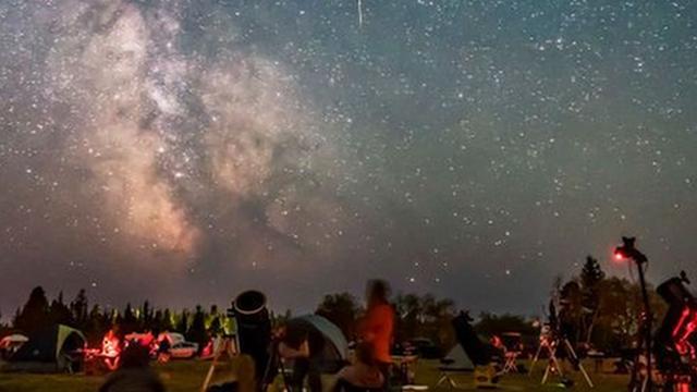 يمكن مشاهدة النجوم مع مراعاة قواعد التباعد الاجتماعي