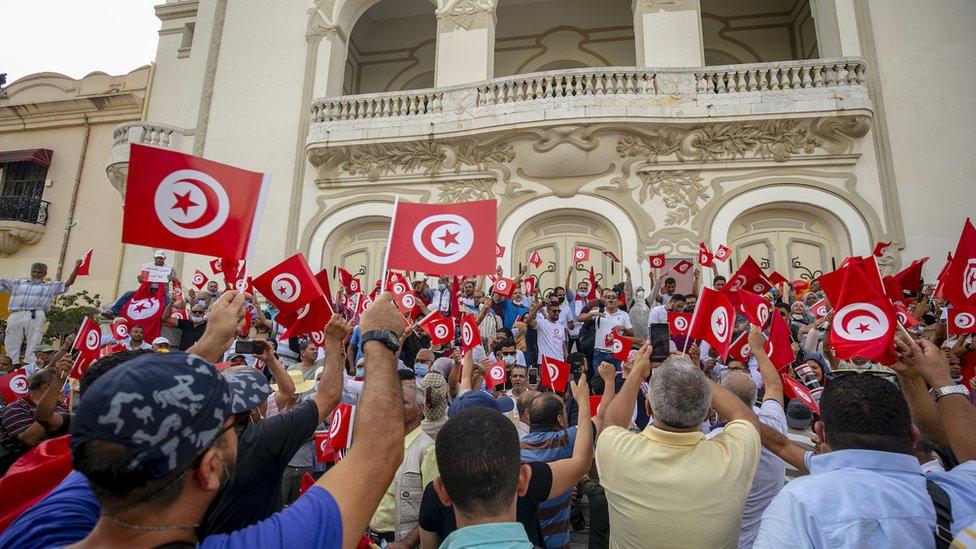 مظاهرة في تونس ضد تمديد الرئيس قيس سعيد قراراته الاستثنائية