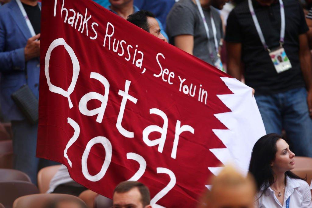 Pancarta en el Rusia invitando al mundial de Qatar 2022.