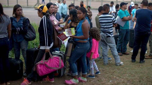 Inmigrantes venezolanos en frontera con Brasil.