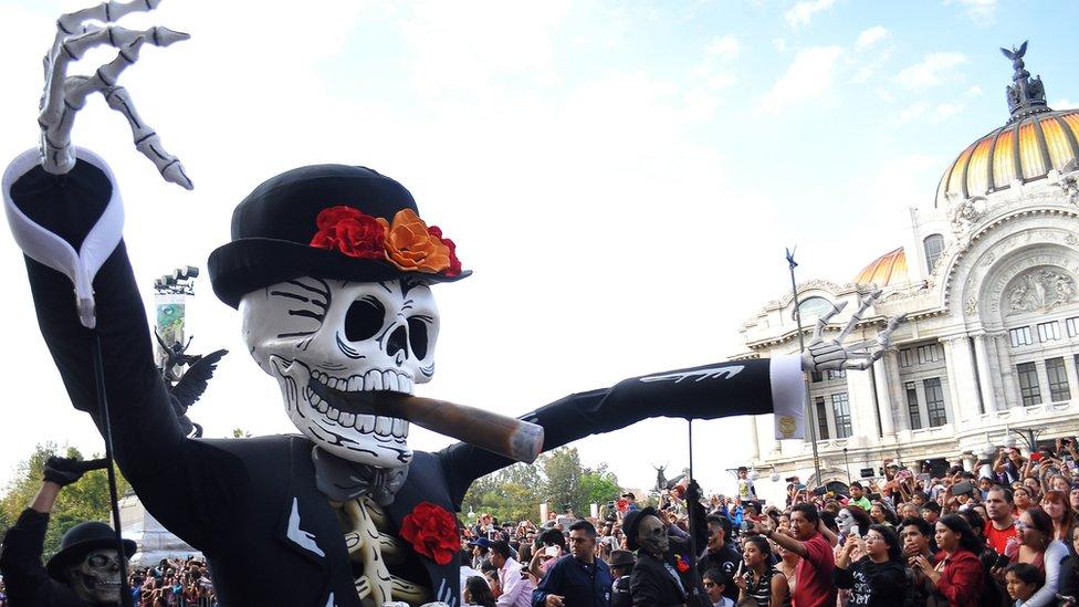 Desfile por el Día de Muertos en Ciudad de México.