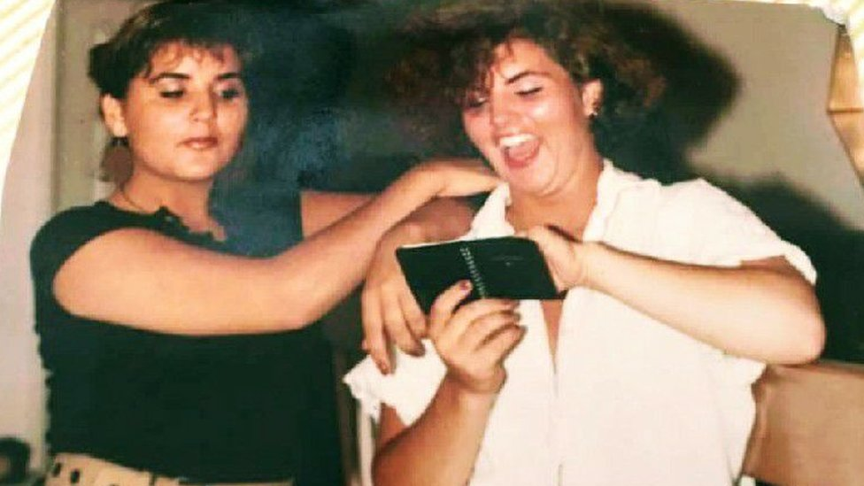 Michelle Cruz White with her sister Janelle, near the time of her death