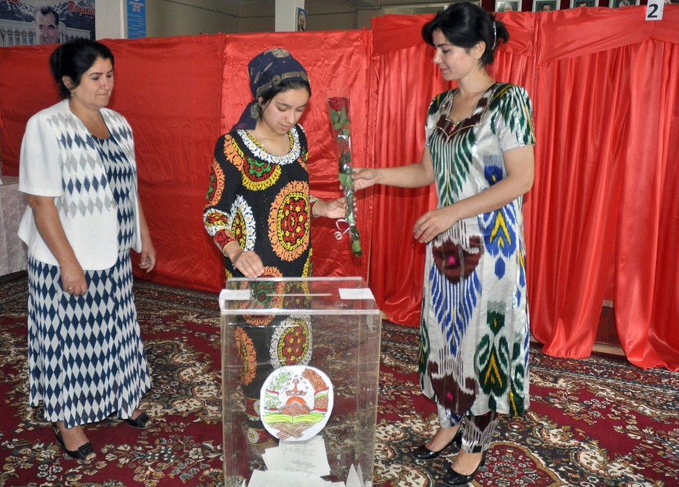 Voters in Dushanbe, 22 May