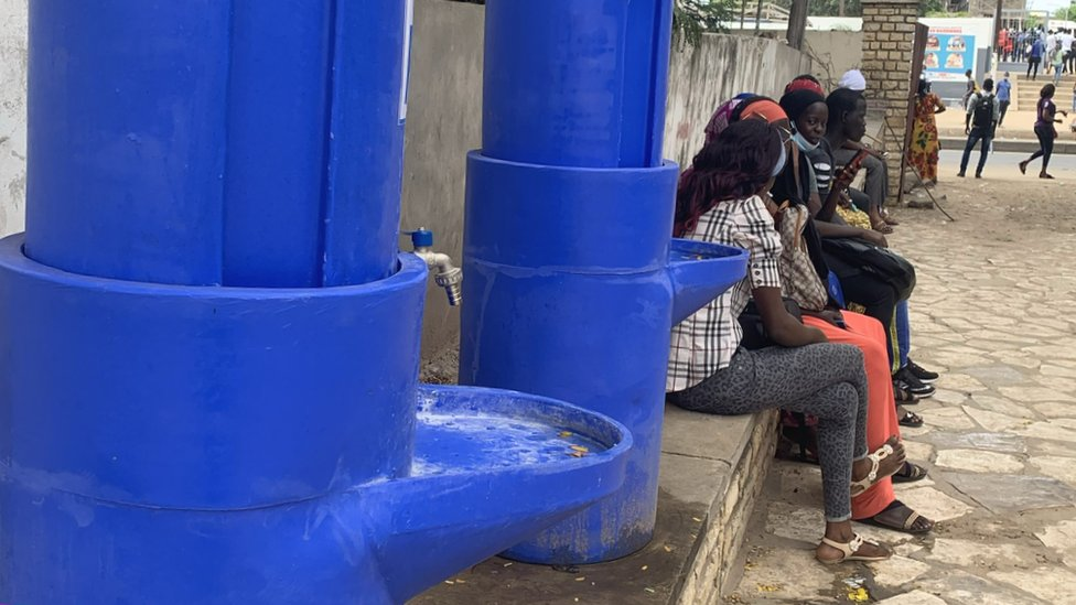Lavabos públicos en Dakar.