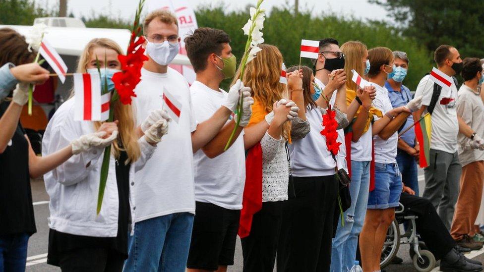 Lithuania's human chain at Medininkai near the Belarus border (23 Aug)