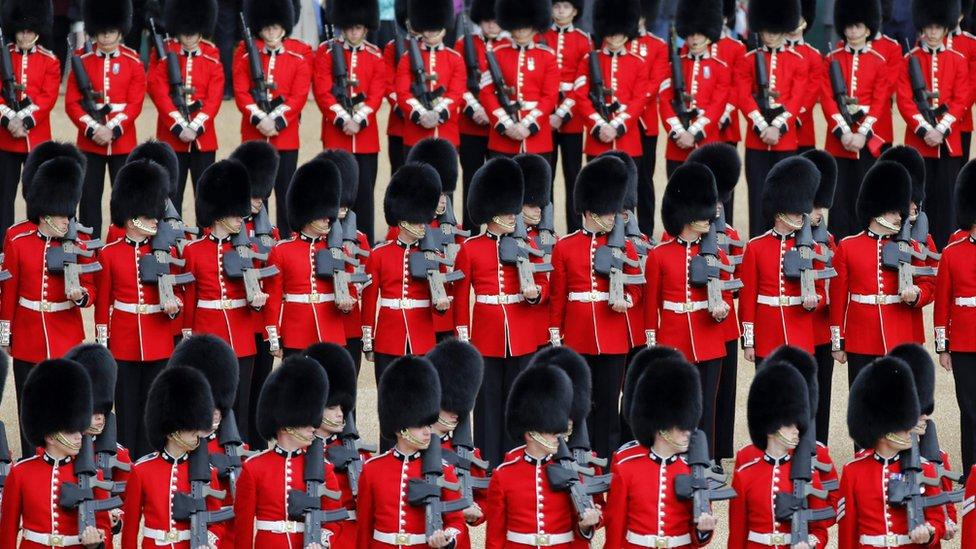 Tokom priprema za paradu svaki gardista je prepešačio ukupno 430 kilometara i napravio više od pola miliona koraka