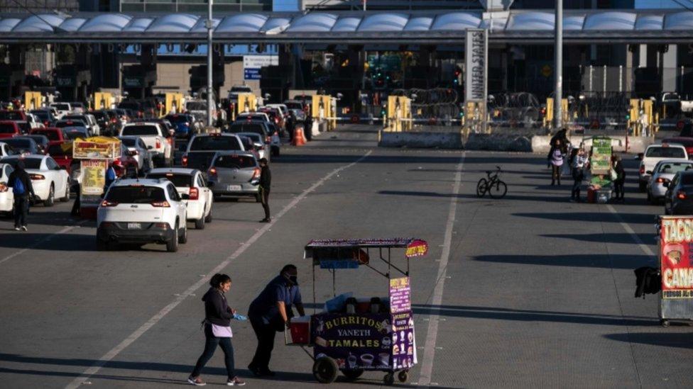 La garita de San Ysidro entre Tijuana y San Diego es el punto fronterizo terrestre más transitado del mundo.