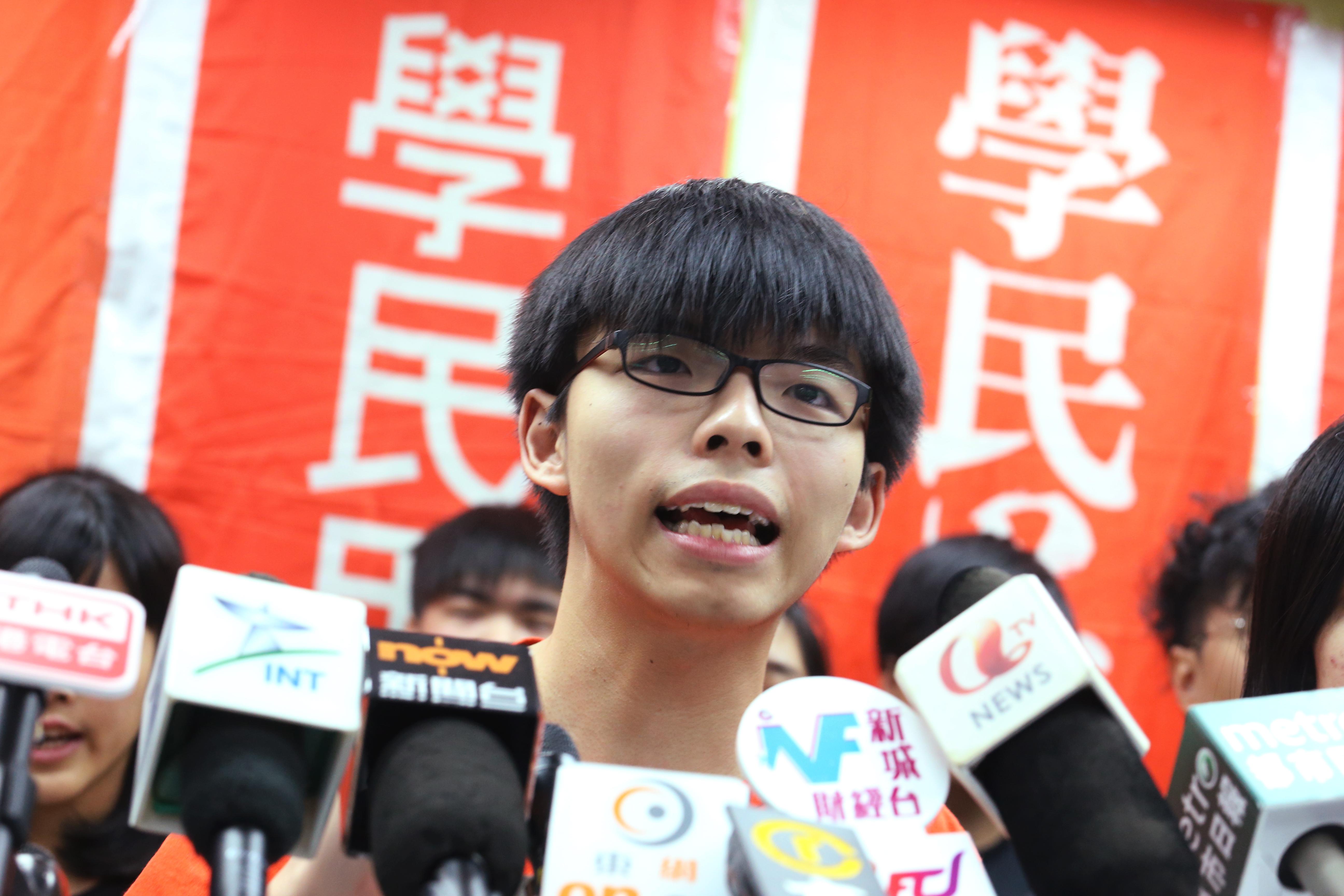 黃之鋒等香港學生領袖最初為反對國民教育科,成立學民思潮,之後演變成香港眾志。