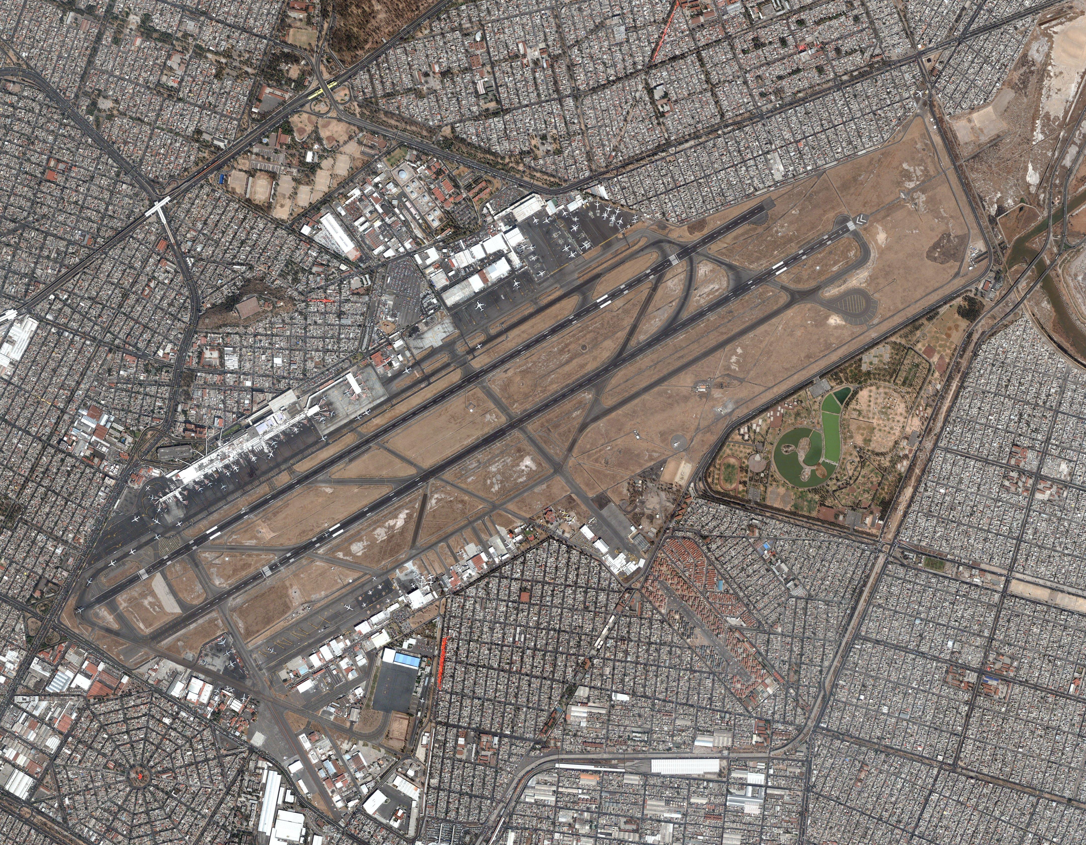 El Aeropuerto Internacional de Ciudad de México visto desde el aire