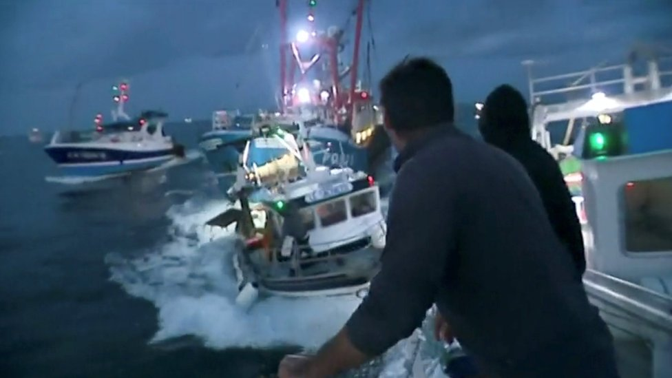 Scallop row: UK and French fishermen strike a deal