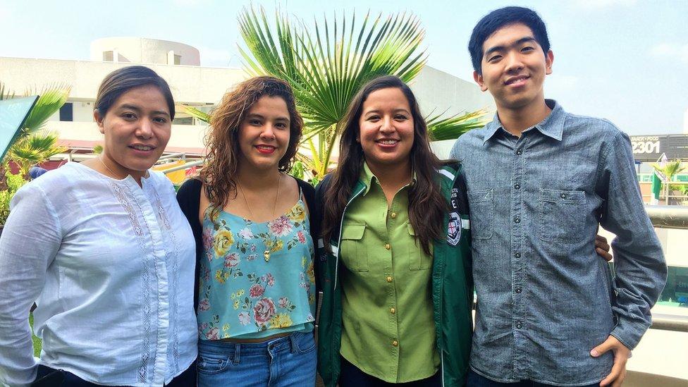 Los estudiantes de ingeniería mecatrónica Anaid Parra Quiroz y Esthela Gómez, el estudiante de robótica Giwan Park y la estudiante de derecho Guadalupe Martínez.