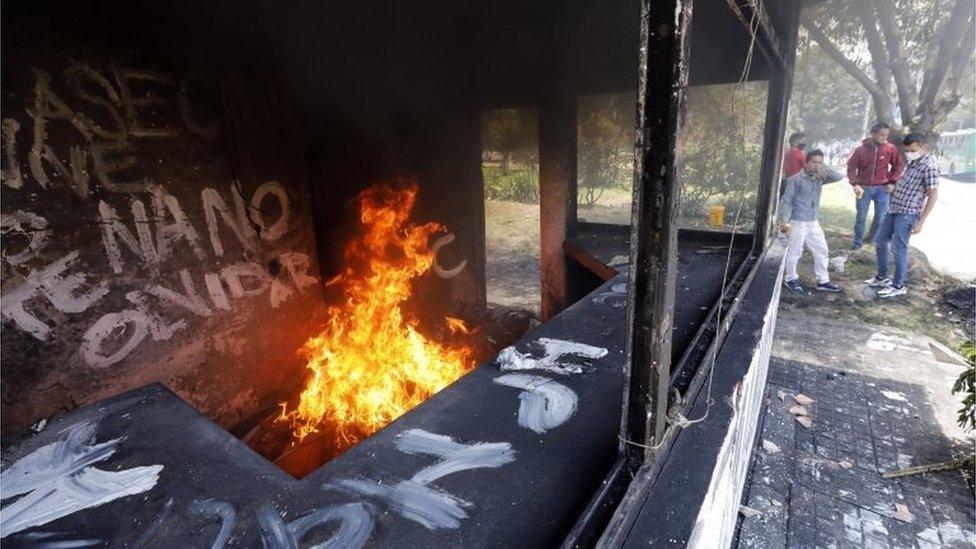 Un CAI destruido en Bogotá