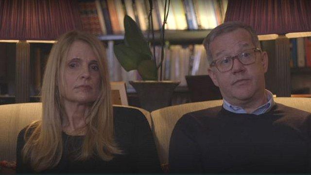 Los esposos Price se sentaron a hablar con Reggie en su hogar.