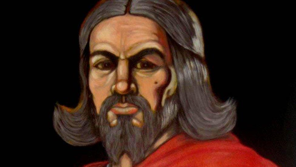 Mae plant ysgol Cymru yn clywed mwy am Harri'r Wythfed a'i wragedd nac am Owain Glyndŵr medd Rhys Mwyn
