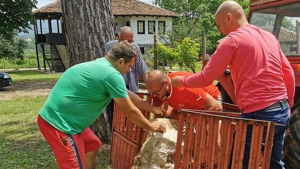 Transport žrtvenika do Zavičajnog muzeja u Knjaževcu
