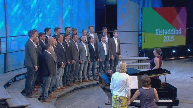 Côr hyd at 35 o leisiau (25) / Choir with up to 35 members (25)