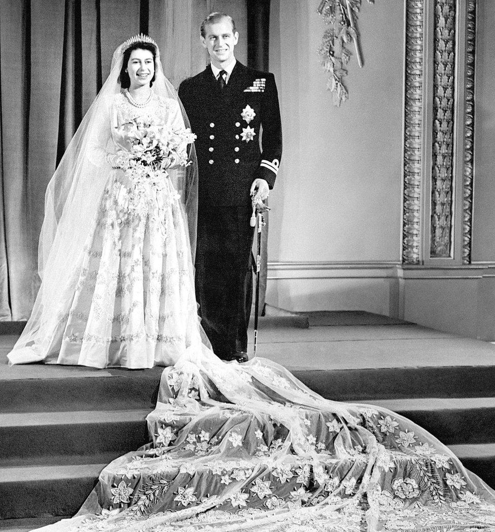 Prenses Elizabeth, ve Prens Philip 20 Kasım 1947'de Buckingham Sarayı'nda