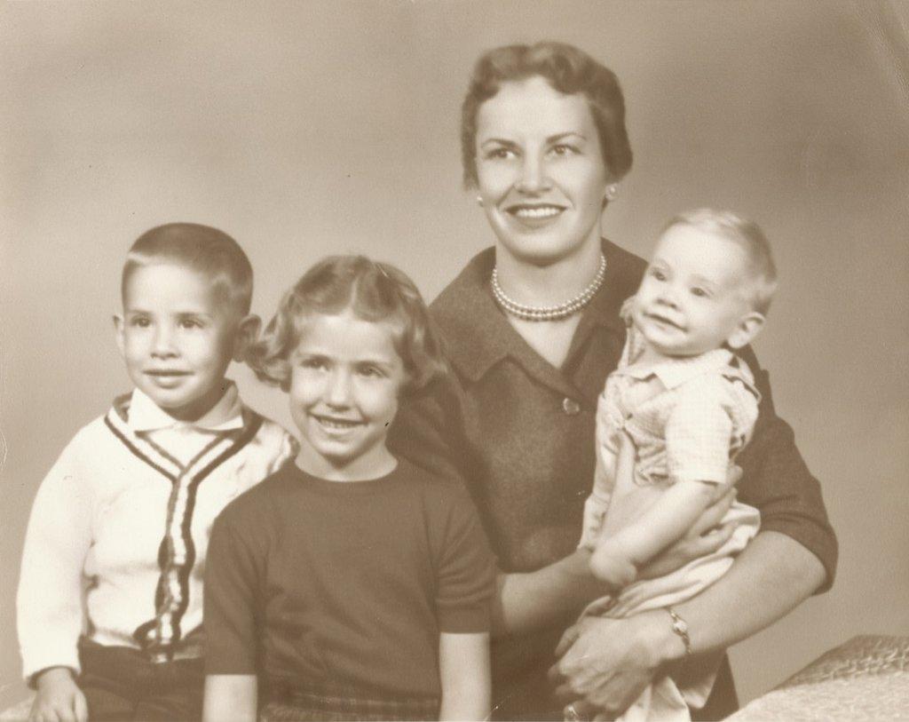 Con tres de sus hijos