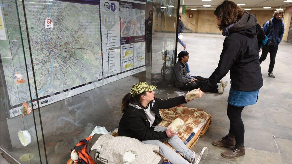 Dobrovoljci dele sendviče beskućnicima u Budimpešti