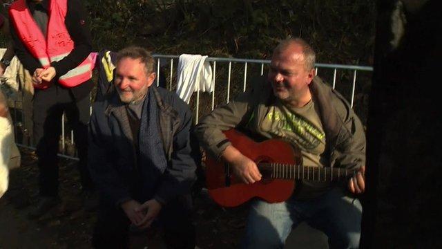 Guitarist on the border crossing between Serbia and Croatia