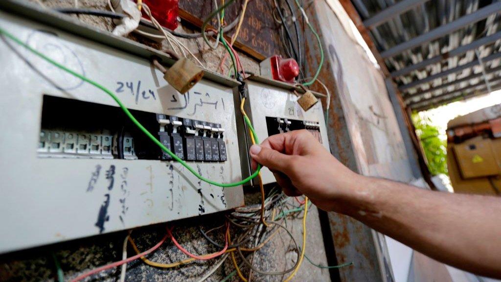 يؤدي نقص الوقود إلى انقطاع التيار الكهربائي