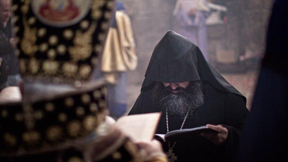 Мятежник или реформатор? Отец Корюн, бросивший вызов главе Армянской апостольской церкви