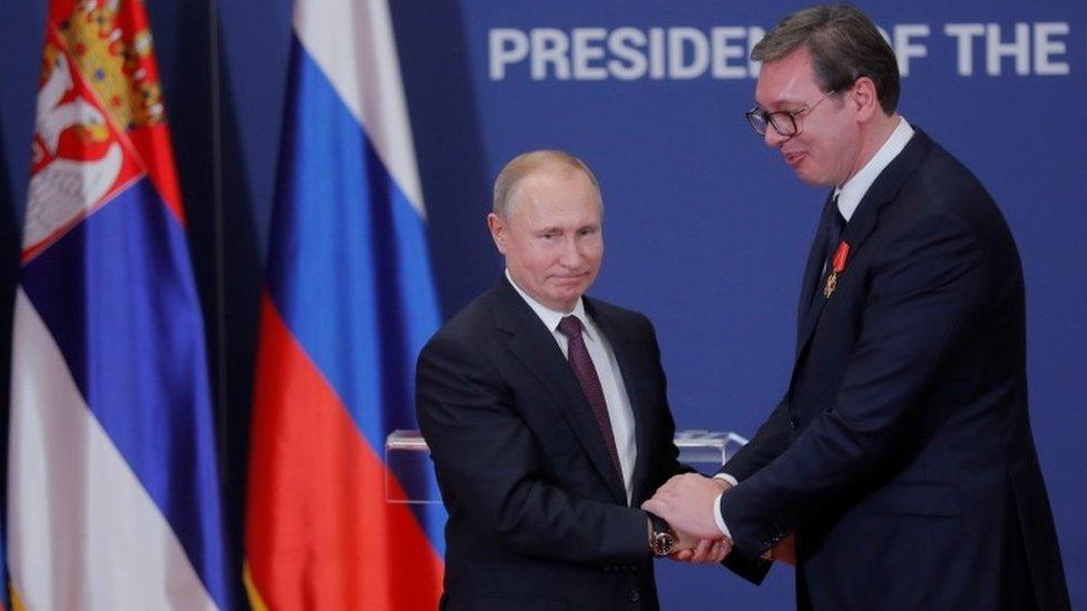 Vladimir Putin i Aleksandar Vučić su u dobrim odnosima. Srspki predsednik je u januaru dobio ruski orden Aleksandra Nevskog