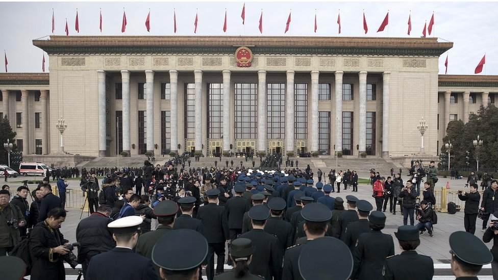Delegates and security at the Great Hall of the People in Beijing (5 march 2018)