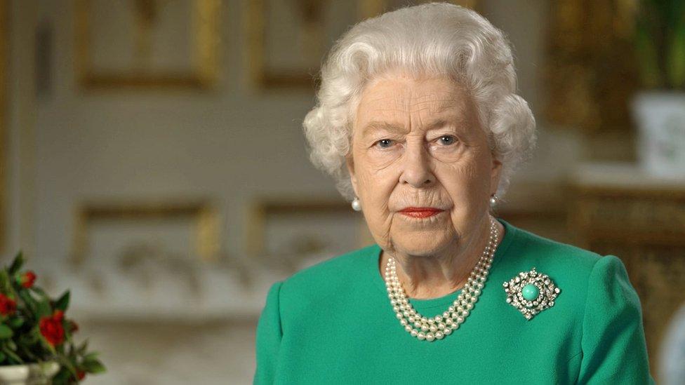 Коронавирус: королева Елизавета II призвала британцев к самодисциплине и решимости