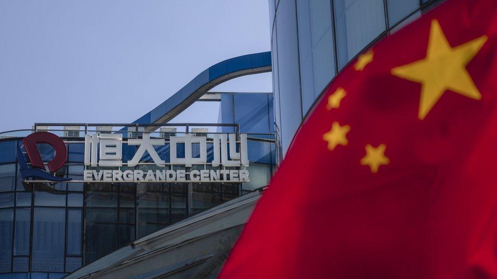 上海恆大中心外一面中國國旗在飄揚(23/9/2021)