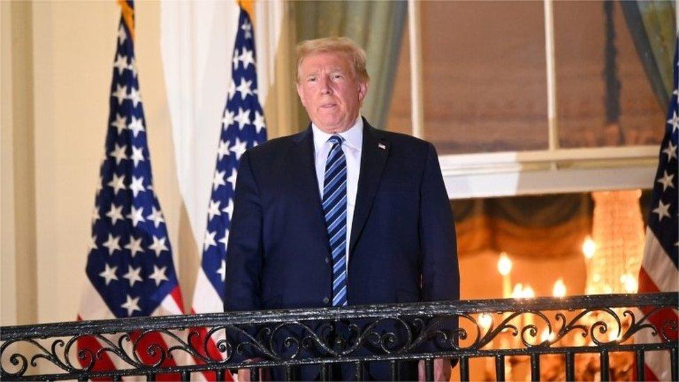ترامب متحدثاً من شرفة البيت الأبيض