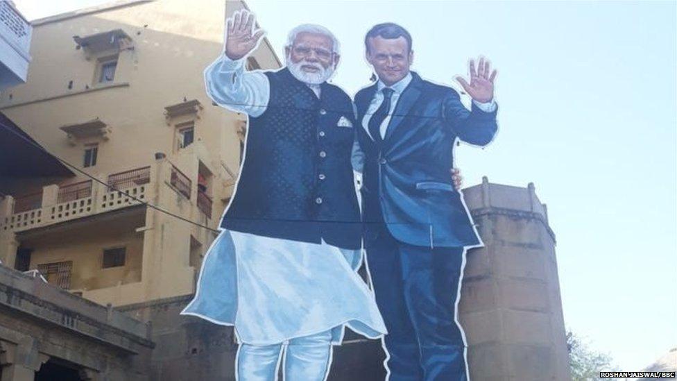 कश्मीर को मैक्रों ने बताया द्विपक्षीय मसला, मोदी के बाद इमरान से भी करेंगे बात