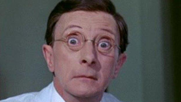 Ai 'Carry on Eiry!' fyddai enw'r ffilm?