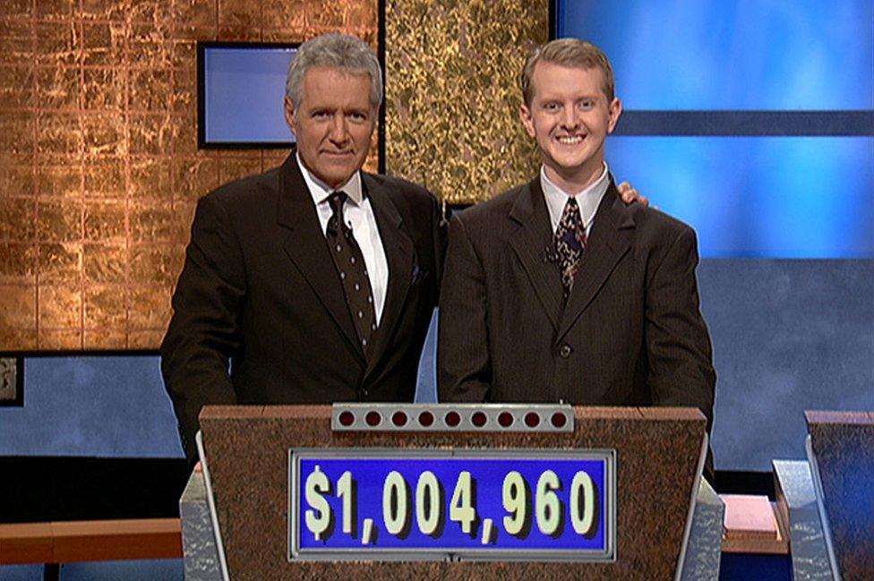 Ken Jennings y Alex Trebec.