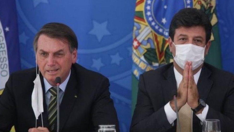 الرئيس بولسونارو ووزير الصحة السابق لويس هنريك مانديتا
