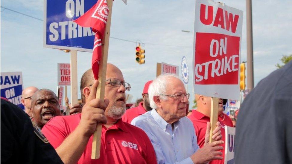 Bernie Sanders en una protesta del UAW