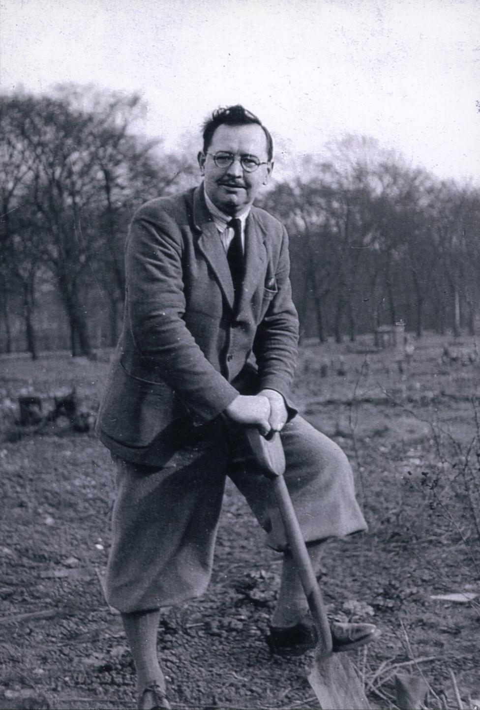 Aleksandar Hej, prvi put kopa na parceli u blizini Kraljevske ambulante u Edimburgu