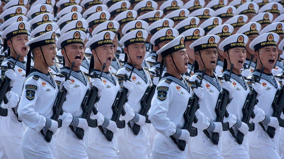 Desfile de marineros en parada militar en Pekín, 2019