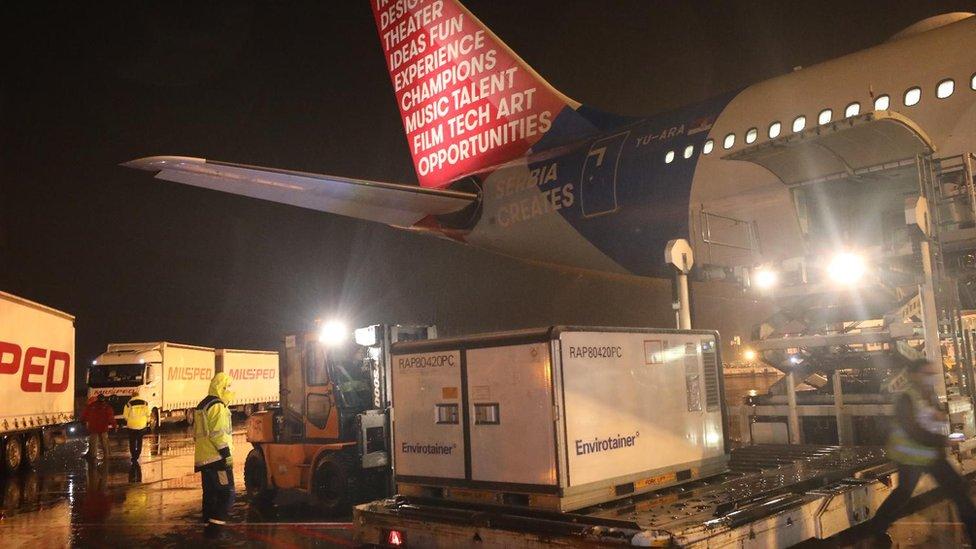 Avion sa kineskim vakcinama na aerodromu Nikola Tesla u Beogradu
