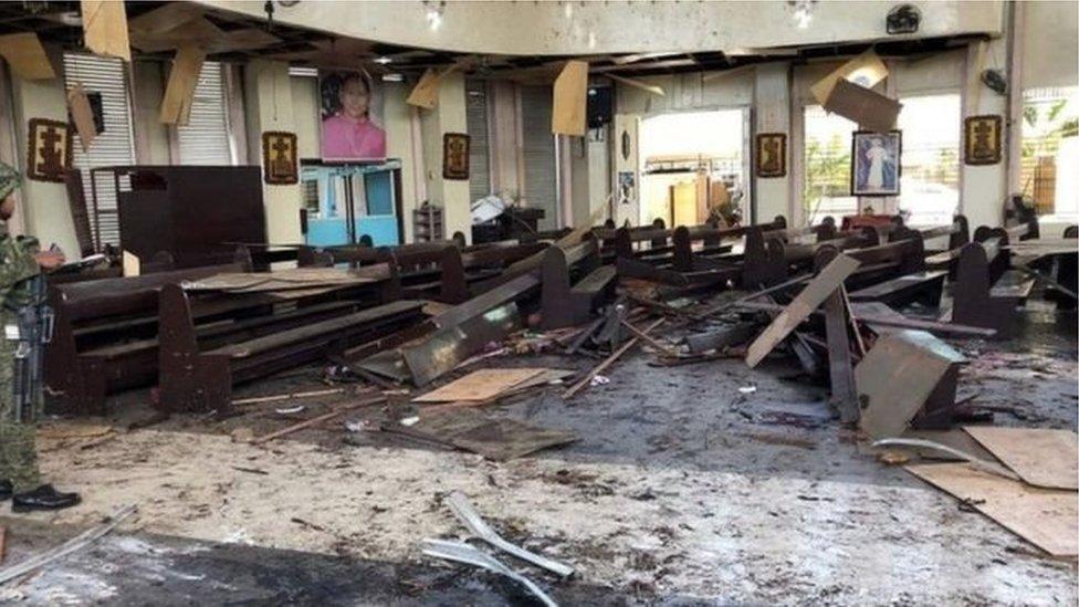 Вибух у церкві Філіппін: 27 загиблих, десятки поранених