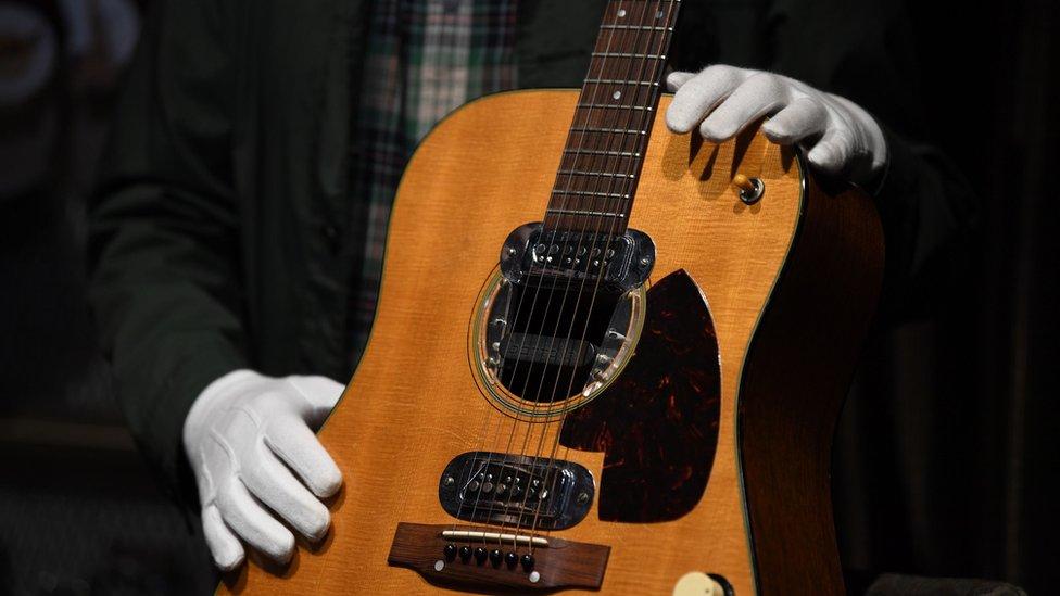 gitara Kurta Kobejna na aukciji