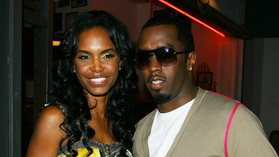 Kim Porter and Diddy in 2009