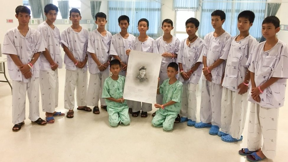 Thai cave rescue: Thai boys' tears for lost rescue diver Saman