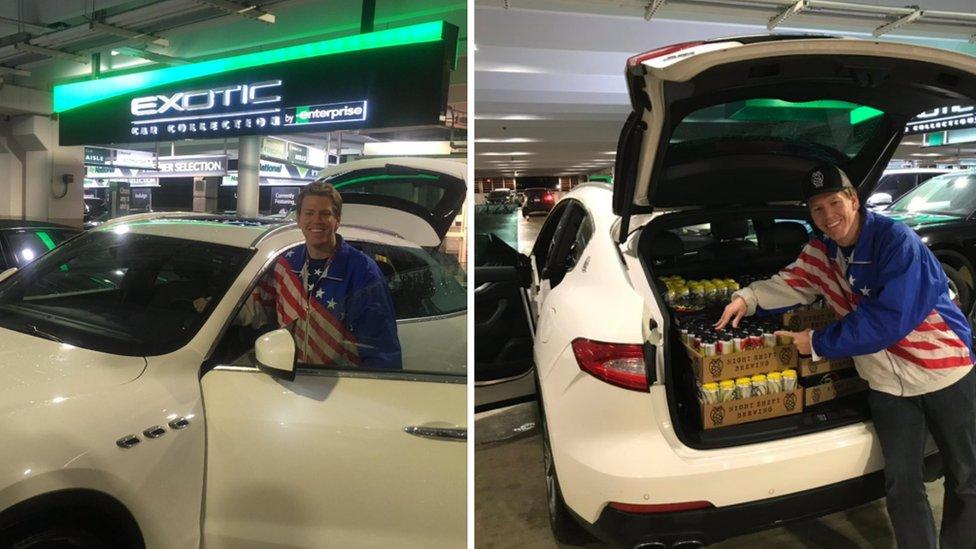 Will Novak con su auto de alquiler