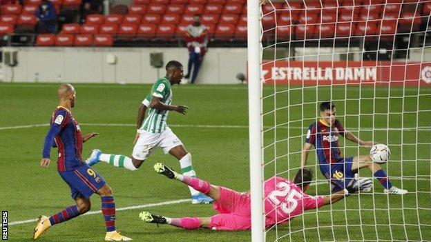 Pedri scores against Real Betis