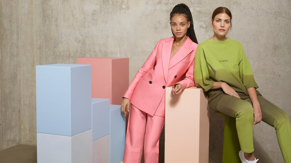 Dos modelos luciendo ropa de Zalando.