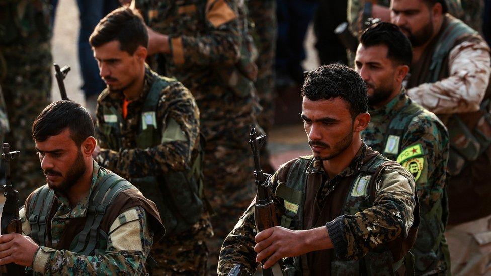 قوات وحدات الشعب الكردية تعدها تركيا إرهابية